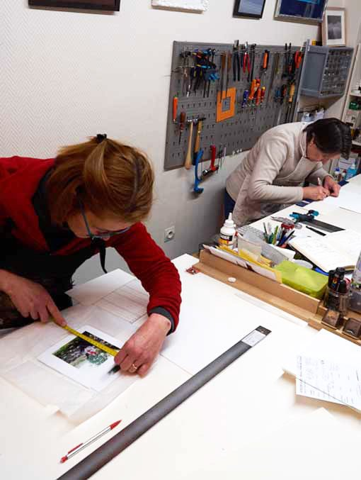 Artistic framers of Atelier Glaz at work